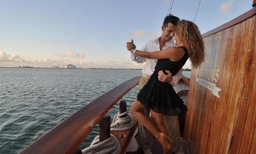 amor-en-cancun-columbus-cruise.jpg
