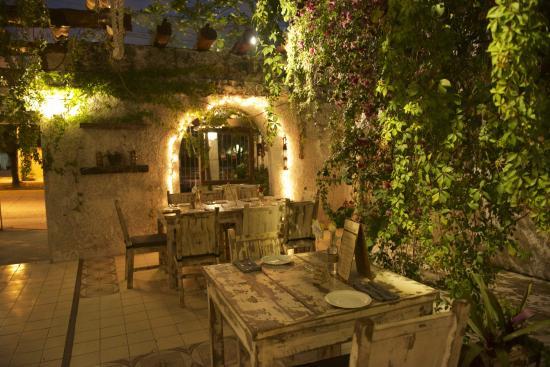 la-fonda-del-zancudo--best-restaurants-in-cancun.jpg